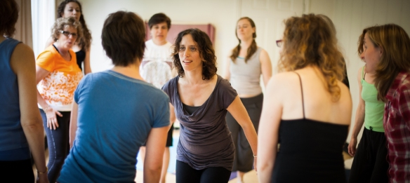 Aviva Chernick leads a Freeing the Voice workshop